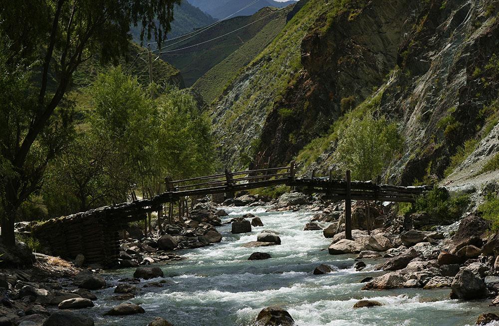 俄亚河上的伸臂桥。张国华 摄DSC_3290_.jpg