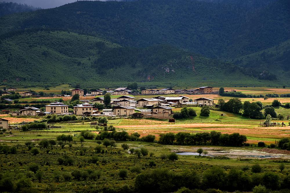 藏族村寨。张国华 摄DSC_3271_.jpg