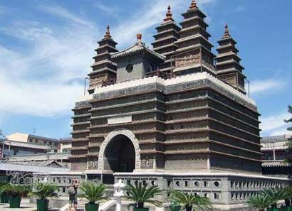 藏传佛教佛塔的种类及其艺术特色