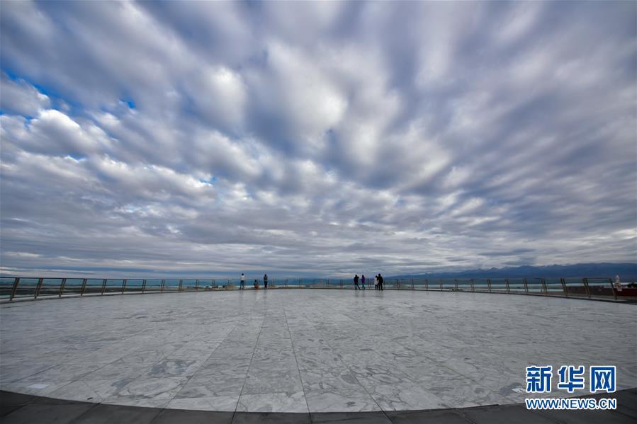 (美丽中国)(1)青海茶卡盐湖迎来旅游旺季