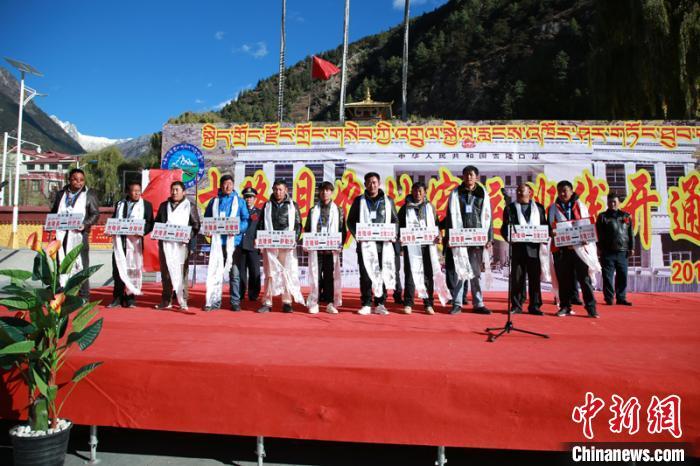 西藏吉隆口岸开通客运班线