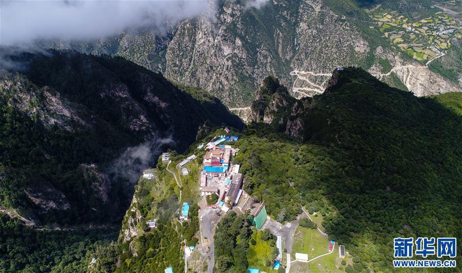 (新华视界)(2)西藏卡久寺:云雾缥缈 隐于山巅