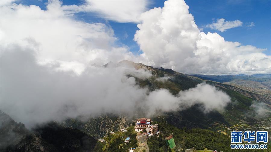 (新华视界)(5)西藏卡久寺:云雾缥缈 隐于山巅