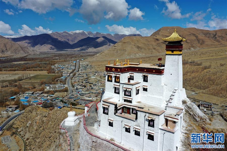 (美丽中国)(1)山崖上的宫殿——雍布拉康
