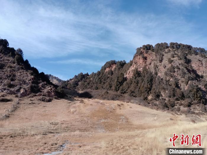 图为坎布拉外围地区的古火山口。孙扬益 供图 孙扬益 供图 摄