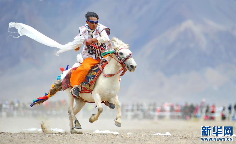 (体育)(6)西藏阿里举行赛马竞技大赛