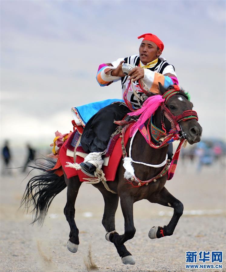 (体育)(26)西藏阿里举行赛马竞技大赛