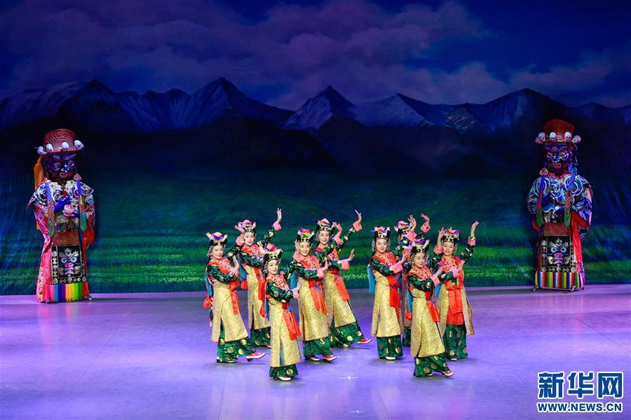 (文化)(3)藏戏面具晚会在拉萨公演