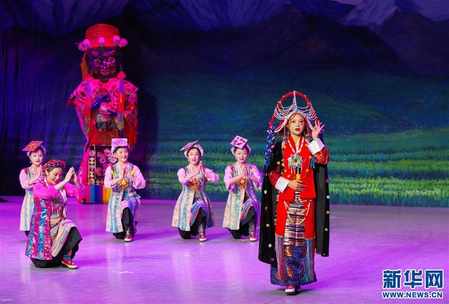 (文化)(5)藏戏面具晚会在拉萨公演