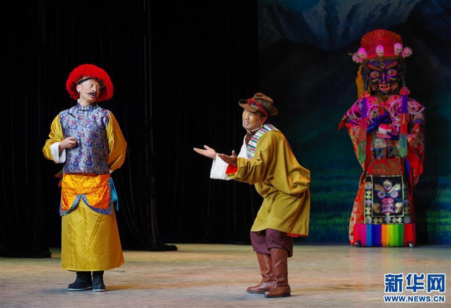 (文化)(1)藏戏面具晚会在拉萨公演