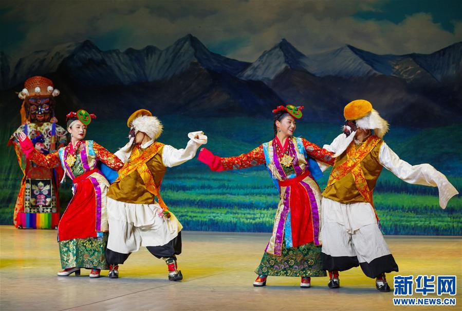(文化)(2)藏戏面具晚会在拉萨公演