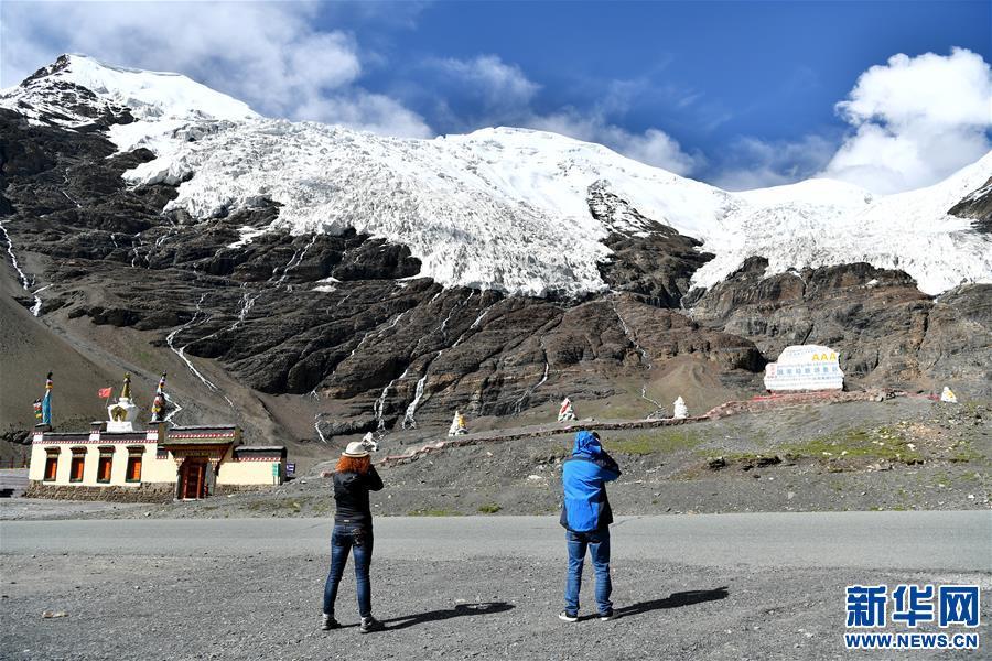 (美丽中国)(6)公路边的卡若拉冰川