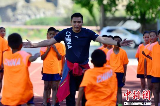 奥运冠军走进西藏日喀则进行体育帮扶