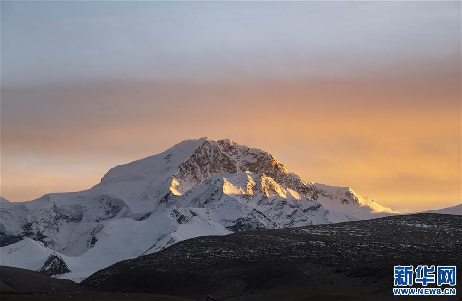 (美丽中国)(2)夕阳下的希夏邦马峰