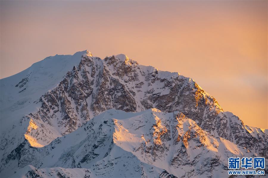 (美丽中国)(4)夕阳下的希夏邦马峰