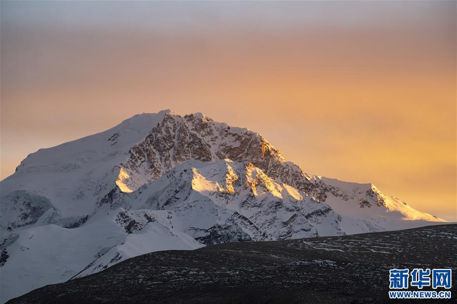 (美丽中国)(3)夕阳下的希夏邦马峰