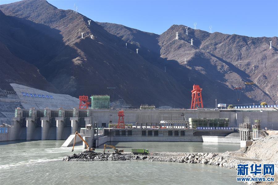 (新华网西藏频道)雅鲁藏布江中游加查水电站顺利完成截流