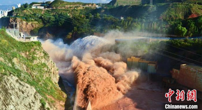 """黄河上游重要水源补给区""""治沙护绿""""成效初显"""