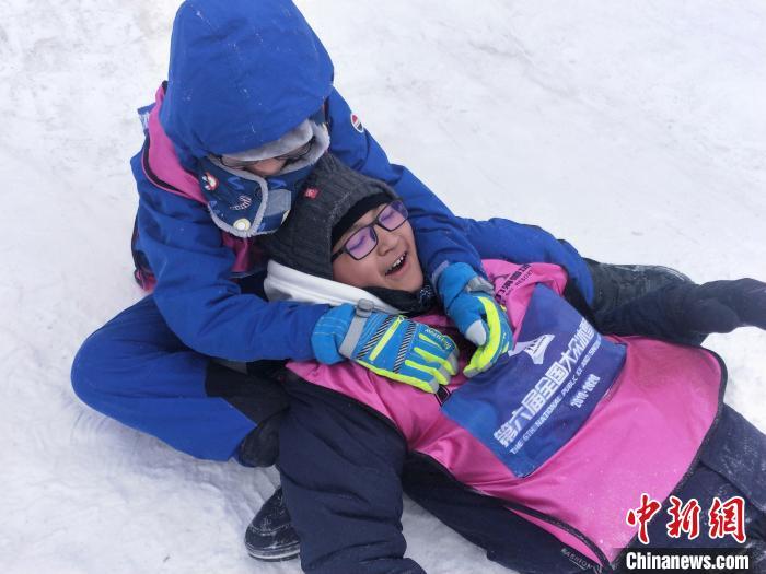 """西藏少年的""""冰雪奇缘"""":穿越5000公里去滑雪"""