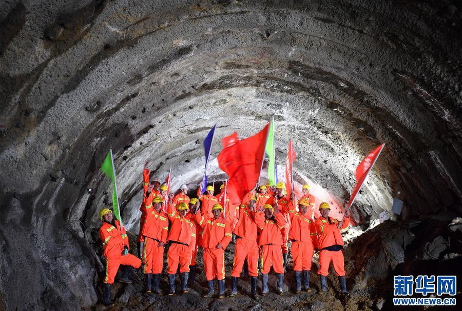 (经济)(1)川藏铁路拉林段47座隧道全部贯通