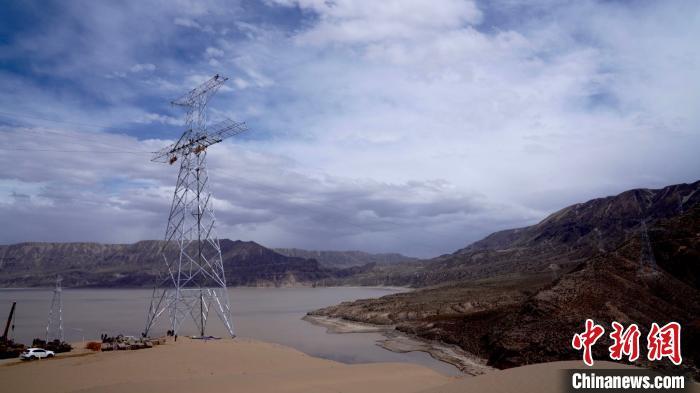 青海至河南特高压直流输电线路青海段贯通