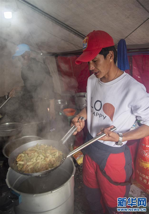 (2020珠峰高程测量)(3)探访珠峰海拔6500米的高山厨房