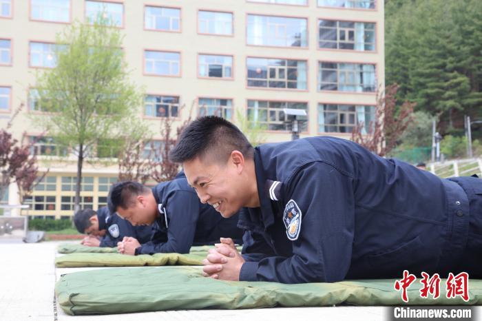 """西藏亚东移民警察开展""""阳光心理健康国门""""心理辅导活动"""