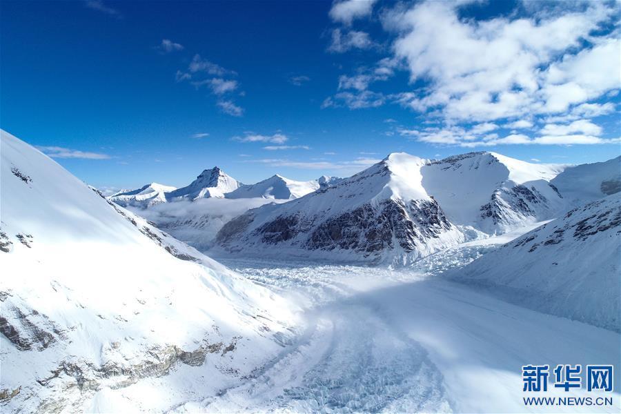 (2020珠峰高程测量·新华视界)(1)雪后珠峰东绒布冰川