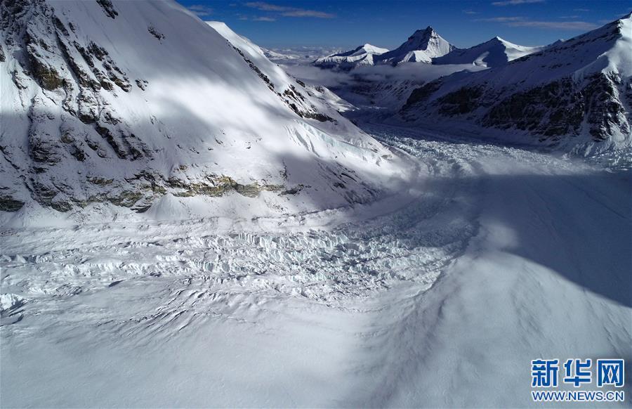 (2020珠峰高程测量·新华视界)(2)雪后珠峰东绒布冰川