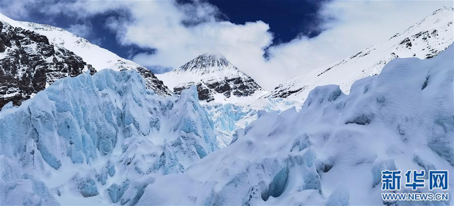(2020珠峰高程测量·新华视界)(4)雪后珠峰东绒布冰川
