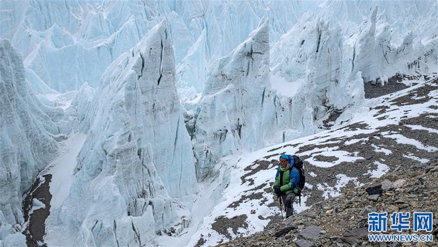 (2020珠峰高程测量·新华视界)(14)雪后珠峰东绒布冰川