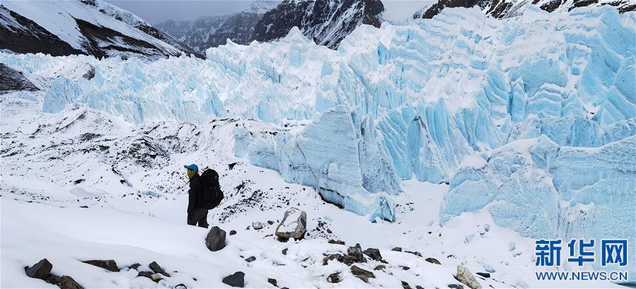 (2020珠峰高程测量·新华视界)(10)雪后珠峰东绒布冰川