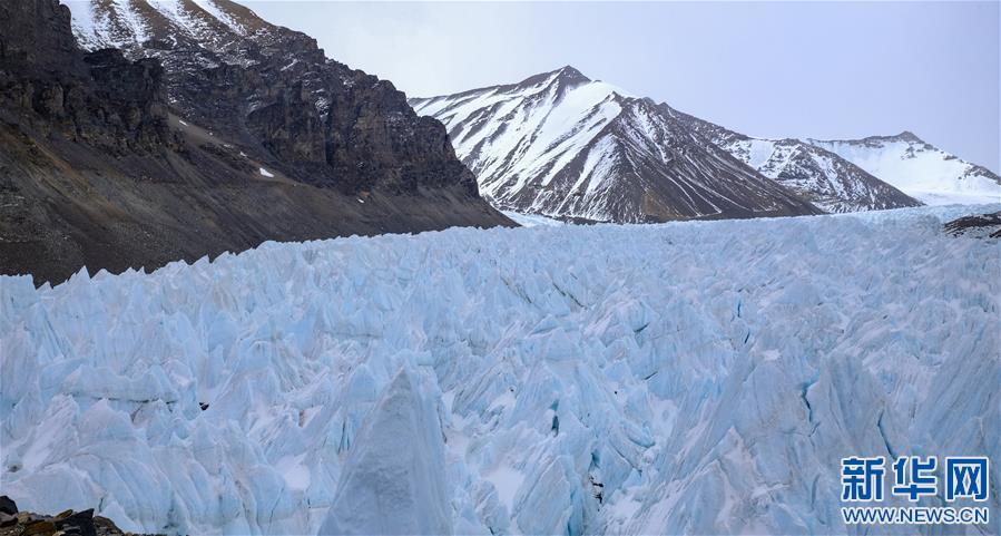 (2020珠峰高程测量·新华视界)(13)雪后珠峰东绒布冰川