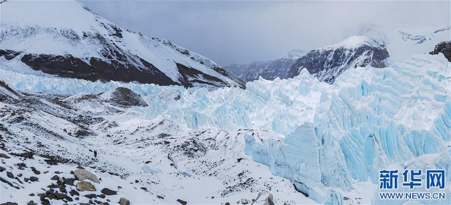 (2020珠峰高程测量·新华视界)(9)雪后珠峰东绒布冰川