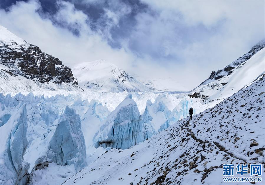 (2020珠峰高程测量·新华视界)(11)雪后珠峰东绒布冰川