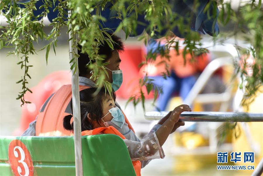 (社会)(2)青海西宁:市民出门享绿意