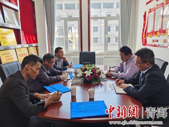 图为祁连县县两办牵头分组督查民族团结进步工作。 祁创办 供图