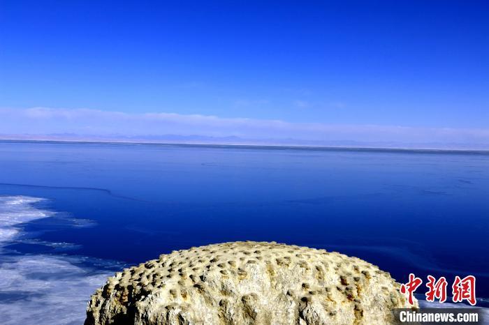 """青海湖潜水区域首次实现""""无人船""""定位采样"""