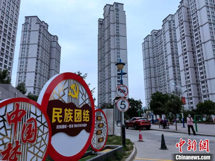"""青藏高原中心城市:""""不同民族不分你我"""""""