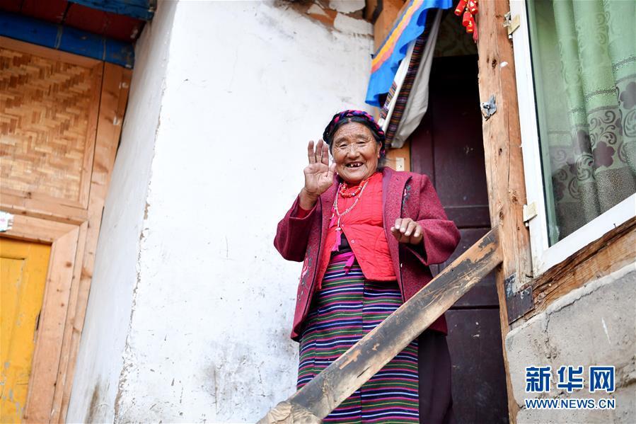 """(新华全媒头条·图文互动)(5)跨越70年的""""红色""""守望——记西藏昌都市左贡县列达村"""