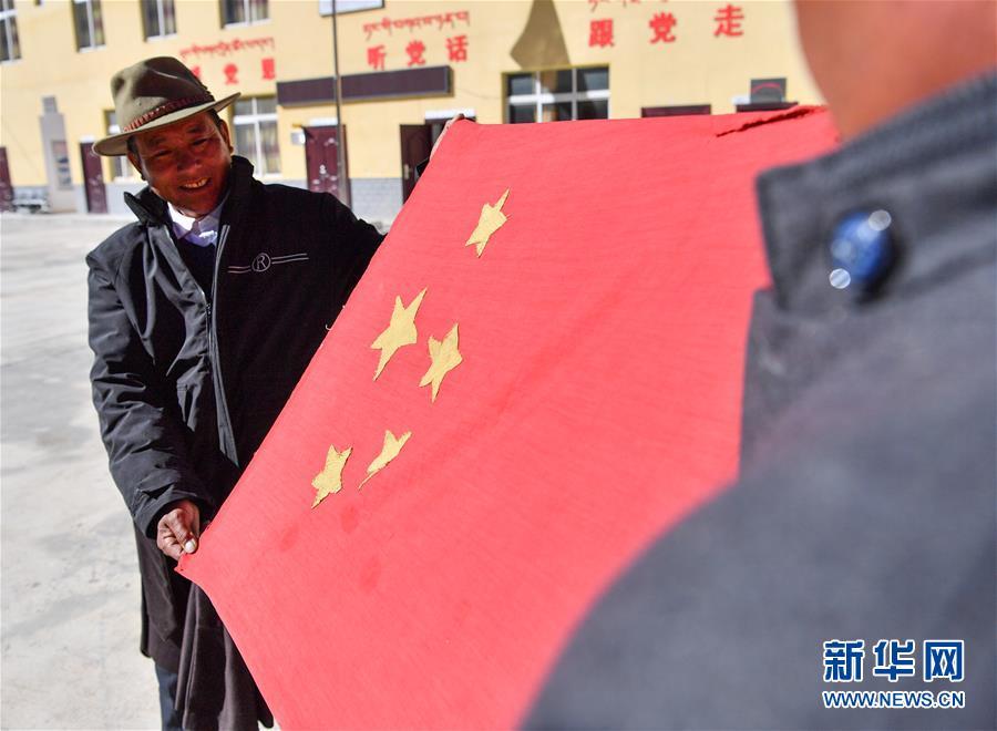 """(新华全媒头条·图文互动)(7)跨越70年的""""红色""""守望——记西藏昌都市左贡县列达村"""