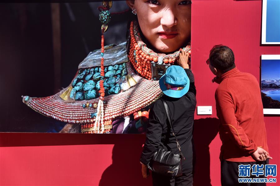(文化)(1)布达拉宫脚下的摄影展
