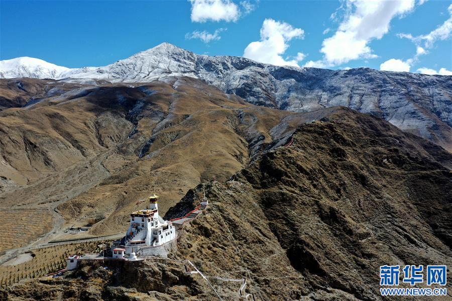 (美丽中国)(2)山崖上的宫殿——雍布拉康