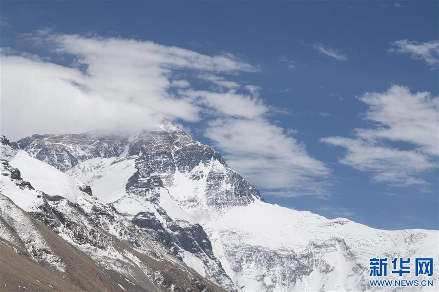 (2020珠峰高程测量·新华视界)(6)看珠峰云卷云舒 观巅峰千姿百态