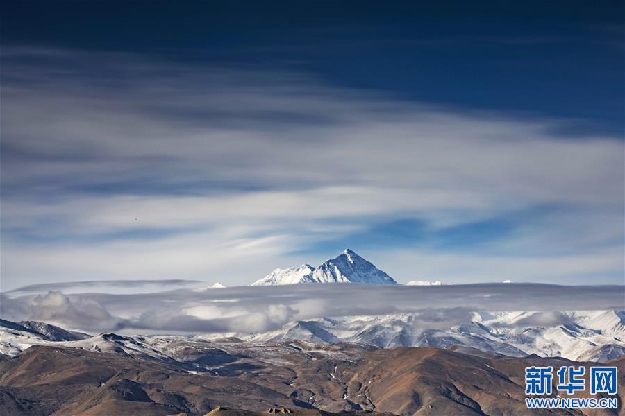 (2020珠峰高程测量·新华视界)(1)看珠峰云卷云舒 观巅峰千姿百态