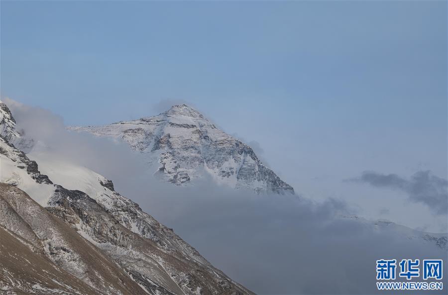(2020珠峰高程测量·新华视界)(5)看珠峰云卷云舒 观巅峰千姿百态