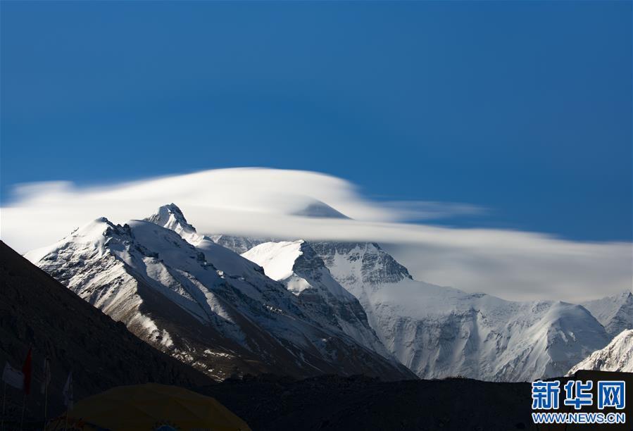 (2020珠峰高程测量·新华视界)(2)看珠峰云卷云舒 观巅峰千姿百态