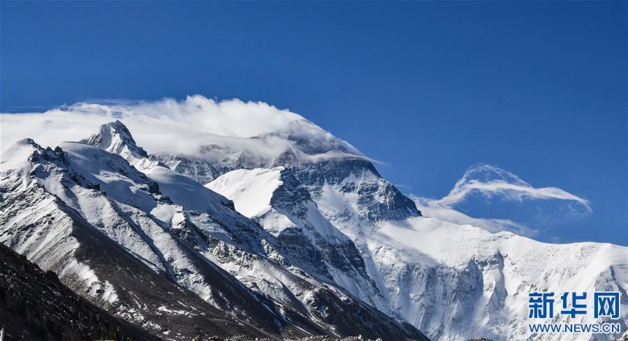 (2020珠峰高程测量·新华视界)(11)看珠峰云卷云舒 观巅峰千姿百态