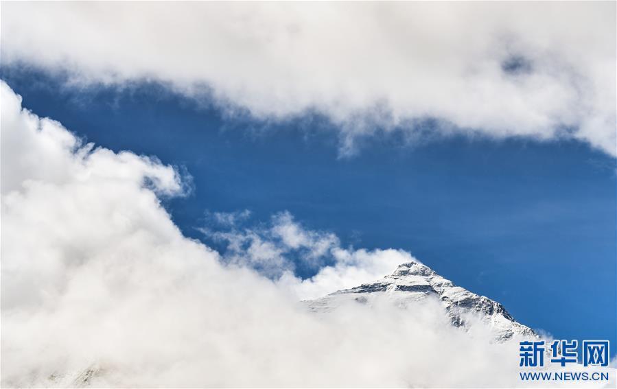 (2020珠峰高程测量·新华视界)(14)看珠峰云卷云舒 观巅峰千姿百态