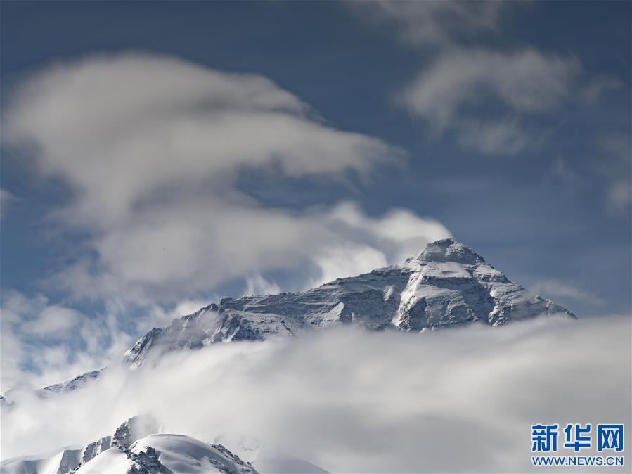 (2020珠峰高程测量·新华视界)(18)看珠峰云卷云舒 观巅峰千姿百态